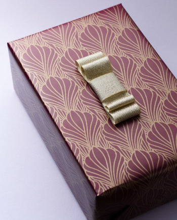 Pearly Shells Gift Wrap