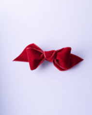 NVEL360RGE50_Imperial Red Velvet Tuxedo Bow n°360_L_IMPRESSION_ORIGINALE